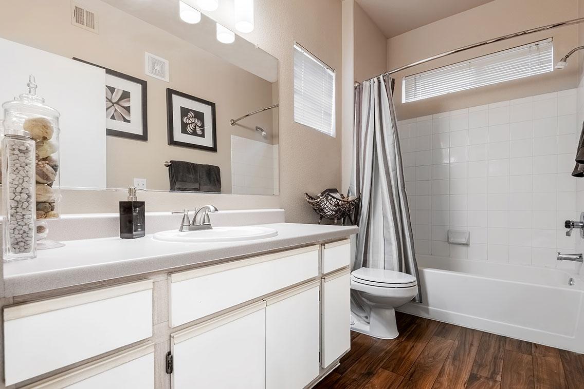 Traditions - Interior - Bath